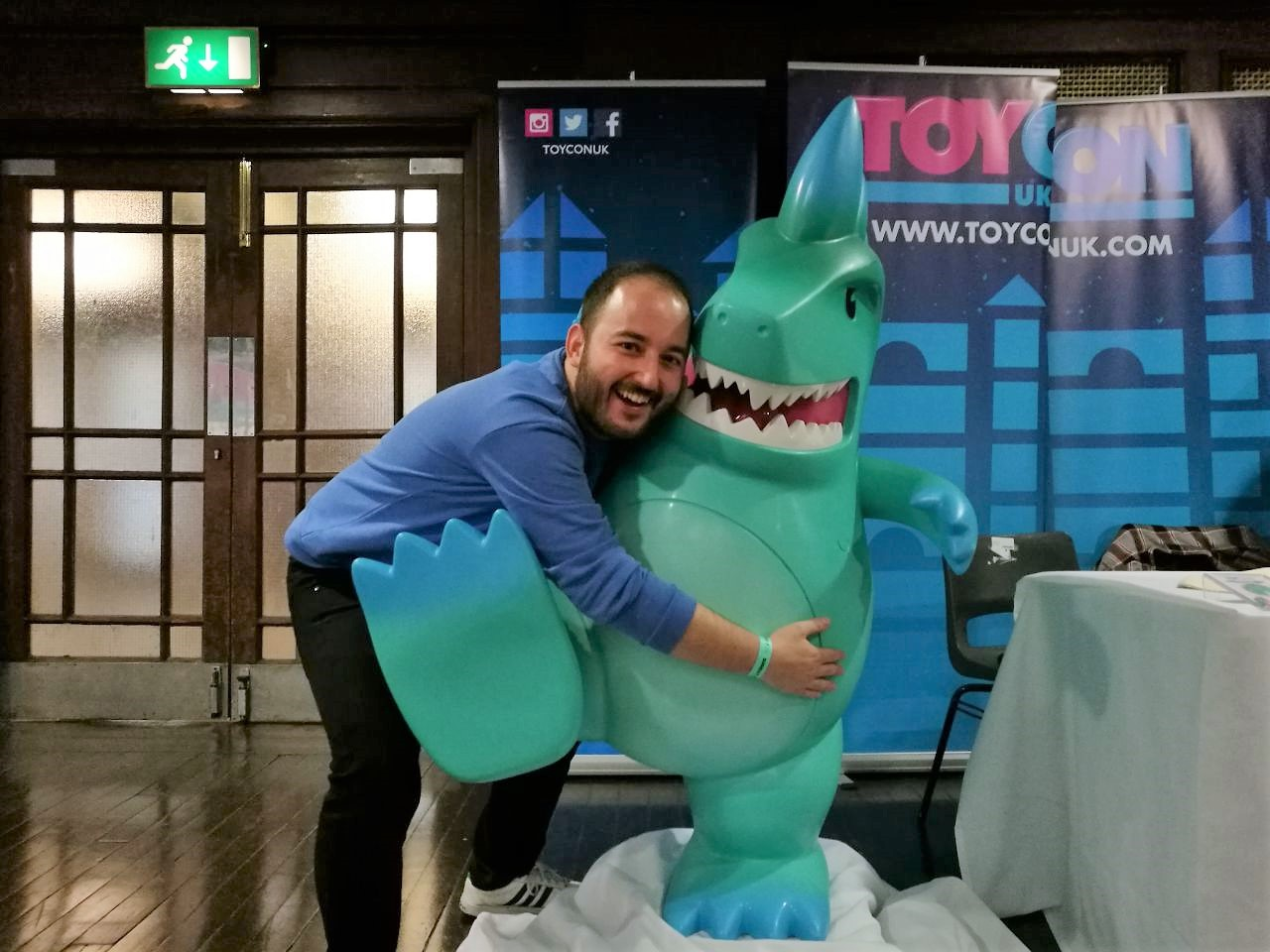 ¡Abrazando a Toyconosaurus!