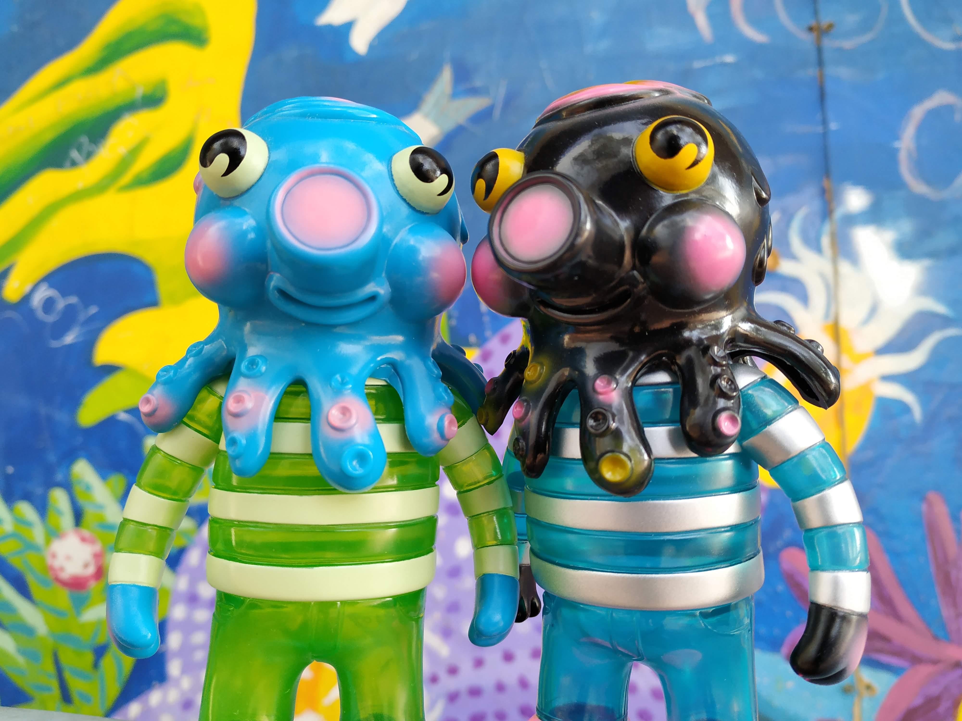 Big Brother Globby y Crystal Powers Rainy Day Globby de Bwana Spoons Art Toy Sofubi